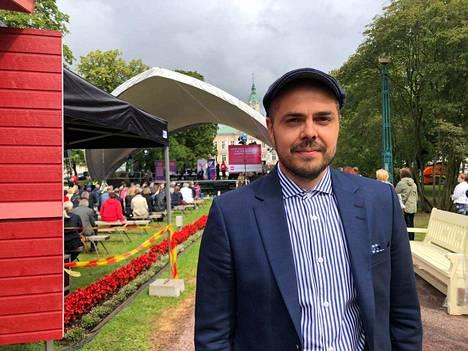 Ari Koponen on 5- ja 9-vuotiaiden lasten isä. Perhe asuu Tuusulassa. Hän uskoo, että kansanedustajan työ ilman kiinteitä työaikoja vaatii perhe-elämältä uudenlaiseen ajankäyttöön tottumista.