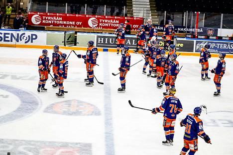 Tapparan mestaruusjahti päättyi maanantai-iltana Hakametsässä. Rauman Lukko oli vahvempi 3–1-voitoin.
