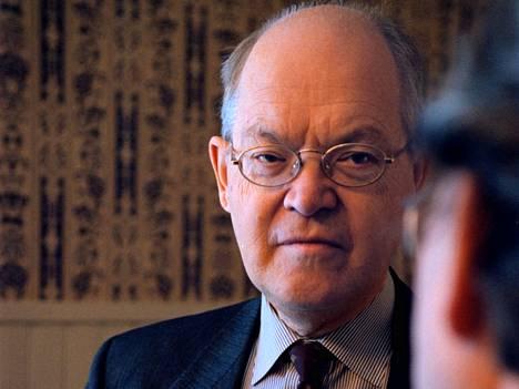 Suurlähettiläs Krister Wahlbäck Asikkalassa vuonna 1999. Wahlbäckin teos Suomen kysymyksestä Ruotsin politiikassa ilmestyi suomeksi vasta 11 vuotta ilmestymisensä jälkeen.