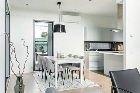 Tyhjän asunnon stailaus auttaa potentiaalisia ostajia hahmottamaan kodin mittasuhteet.