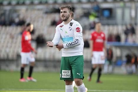 IFK Mariehamnin Albion Ademi (13 maalia) taistelee HJK:n Roope Riskin (14) kanssa maalikuninkuudesta.