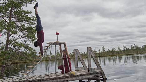 Erikoisia akrobatiaesityksiä nähtiin Kauhanevalla sijaitsevalla laiturilla.