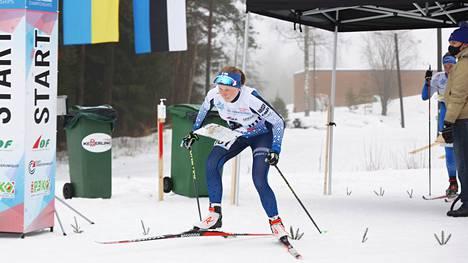 Keuruun Kisailijoiden Sonja Mörsky aloitti keskiviikkona hiihtosuunnistuksen MM-kisat Virossa sprinttimatkalla.