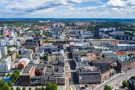 Tampereen keskustaa kuvattuna 150 metrin korkeudelta kesällä 2019.