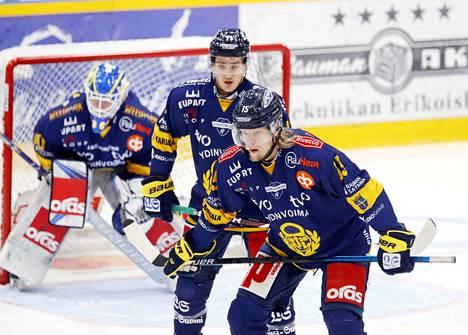 Vili Sopanen (oik.) ei pelaa jääkiekkoa enää tällä kaudella.