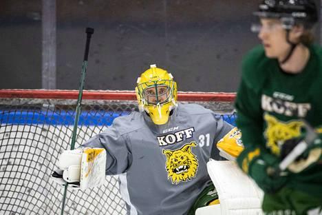 Maalivahti Ville Kolppanen lähti Ilveksestä maailmalle 2014. Venäjän ja Ruotsin vuosien jälkeen hän palasi Tampereelle.