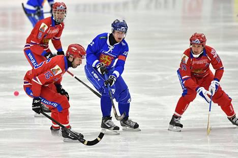 Ville Aaltonen on maajoukkueen kapteeni ja haluaa edelleen jatkaa maajoukkueessa. Kuva on vuoden 2017 MM-kisoista ja ottelusta Venäjää vastaan.