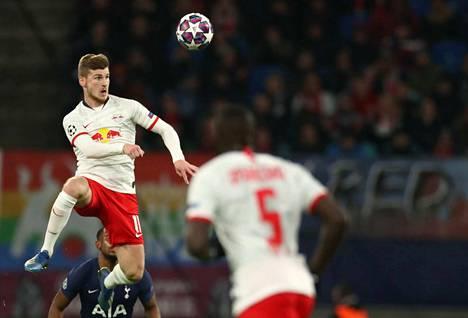 Timo Werner on tehtaillut 21 sarjamaalia Leipzigille ja on tilastossa kakkosena Bayernin Robert Lewandowskin (25) jälkeen.