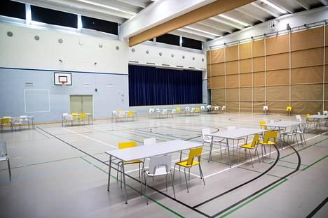 Pohjois-Hervannan koulun oppilaat siirtyvät etäopetukseen. Näin koulussa varauduttiin toukokuussa, kun koulutyö jatkui koronaepidemian ensimmäisen aallon jälkeen.