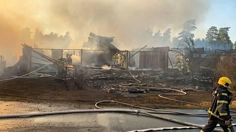 Hiittenharjun hotellin päärakennus paloi maan tasalle heinäkuun puolivälissä.