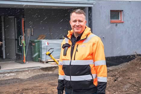 Veljet Mäkilä Oy:n toimitusjohtaja Jani Peltosella on usean vuoden kokemus rakennusalalta. Ensimmäiset muistot rakennuksilta sijoittuvat lapsuuteen, kun Peltonen kulki isänsä vanavedessä tämän firman työmailla. Peltonen työllistyi Veljet Mäkilälle rakennusmestariksi vuonna 2009 ja seitsemän vuotta myöhemmin hän aloitti yrityksen toimitusjohtajana.