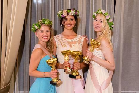 Tiia Aalto, kesk., valittiin Miss EW 2019 -voittajaksi. Ensimmäiseksi perintöprinsessaksi sijoittui Vilma Halme, oik. ja toiseksi perintöprinsessaksi Essi Tähkä, vas.