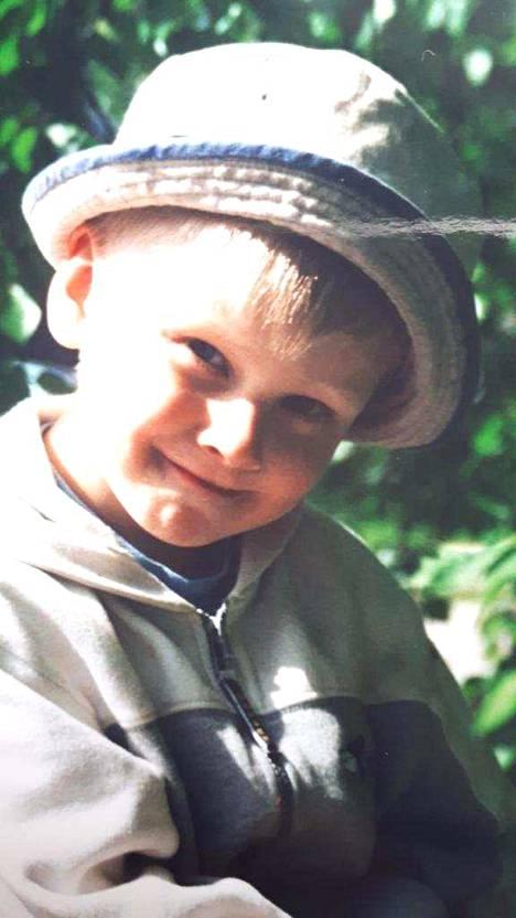 Kaapo Kakko rakastui jääkiekkoon jo pikkupoikana.