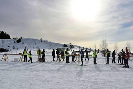 Vuonna 2018 keli suosi Pirkan Hiihtoon osallistuneita sivakoijia.