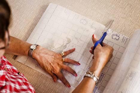 Päällystämätön koulukirja kierrätetään kotikeräyspaperin mukana kansineen ja sisältöineen. Muovilla päällystetystä kirjasta tulee irrottaa kannet ja laittaa ne energiajätteeseen poltettavaksi.