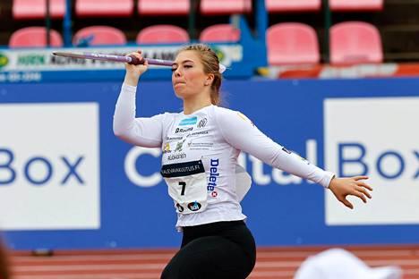 Julia Valtanen oli naisten keihäänheiton karsinnan neljäs Kalevan kisoissa perjantaina.