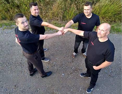 Juho Kulmala, Joni Joenniemi, Juha Saarilampi ja Petri Savela muodostavat The Dangersin kokoonpanon bändin paluukeikalla.