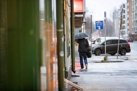 Kuurosateiden ennustetaan jatkuvan Satakunnassa maanantaina. Tiistaina sää poutaantuu.