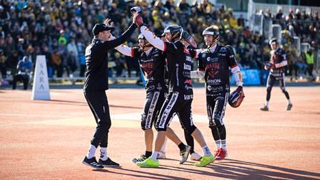 Manse PP:n miesten Superpesis-kausi päättyi iloisesti 26. syyskuuta Tampereen Kaupissa.