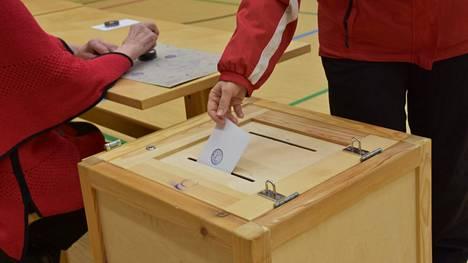 Kirjoittajat toivovat, että löytyy tarpeeksi ehdokkaita kunnallisvaaleihin.