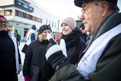 Markku Tanttinen (sd.) kampanjoi eduskuntavaaleissa nykyisten ministereiden Krista Kiurun (sd.) ja Sanna Marinin (sd.) kanssa.