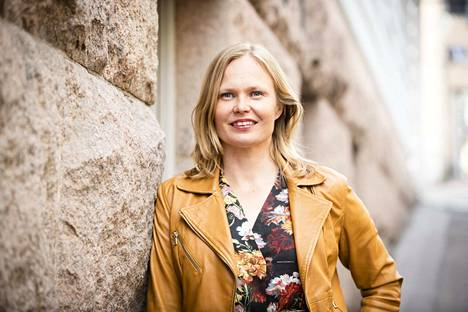 Kansanedustajan tehtävään opetus- ja kulttuuriministeriöstä palaavaa Hanna Kososta kiinnostaa jatkossa erityisesti energia- ja ilmastopolitiikka. Kosonen kuvattuna Helsingissä 23. heinäkuuta.