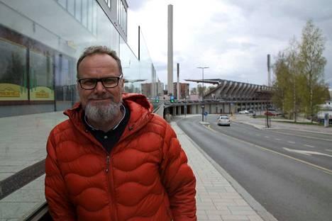 Vuosia sitten helsinkiläistynyt Kimmo Saaristo palasi vielä kerran vuonna 1988 päättyneen uransa tähtihetkiin. Kovin kolaus oli reisiluun katkeaminen syksyllä 1983.