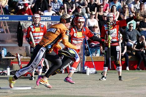 Mari Mantsinen ja Emilia Itävalo ovat joukkueidensa tärkeimpiä pelaajia keskiviikkona alkavassa finaalisarjassa.