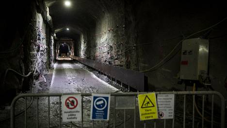 Eurajoen Olkiluodon kallioperään louhitaan ensimmäisiä loppusijoitusluolia. Posiva Oy suunnittelee käytetyn ydinpolttoaineen loppusijoituksen aloitusta kuluvan vuosikymmenen aikana. Arkistokuvassa Onkalon täyden mittakaavan loppusijoitustestin koetunneli.