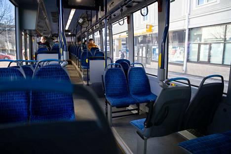 Linja-autoissa on tällä hetkellä ympäri Suomen hiljaista.