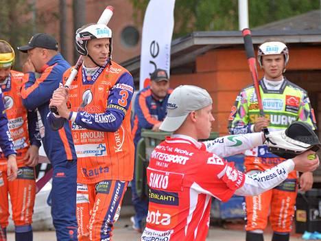 Jouni Itävalo palaa pelikentille Kankaanpään Mailan pelipaidassa. Seura tiedotti Itävalon sopimuksesta perjantaina. Arkistokuvassa Itävalo on lyömässä Imatran Palloveikkoja vastaan kaudella 2019.