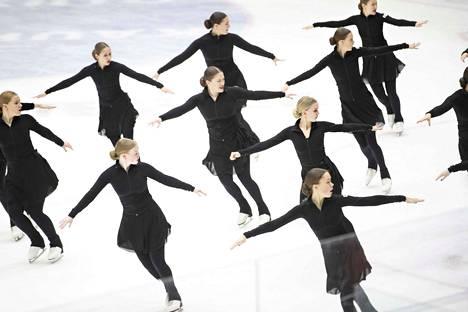 Alkuviikolla jäähallin täyttivät Porin muodostelmaluistelijat.