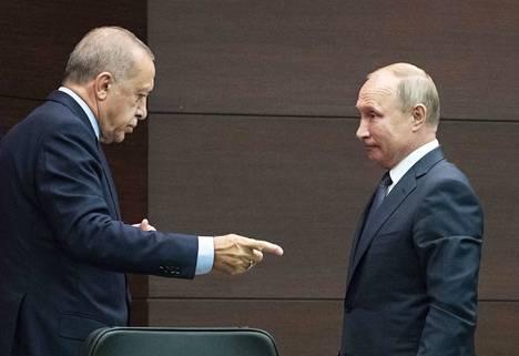 Vaikka he ovat yhä virallisesti eri puolilla, heillä näyttää olevan toimiva kommunikaatioyhteys, tutkija arvioi Turkin ja Venäjän presidenteistä.