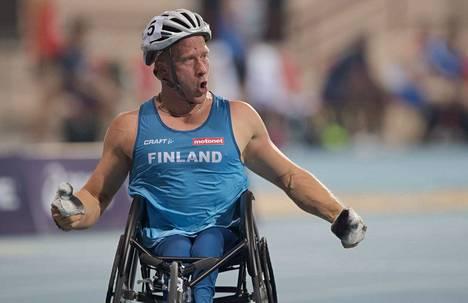 Leo-Pekka Tähti uskoo, että ainakin kelauskauden avaustapahtuma Sveitsissä perutaan. Kakkoslajin pyörätuolikoripallon pelit on jo peruttu.