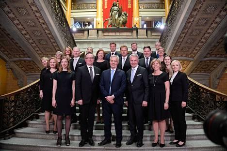 Kaikki muut Antti Rinteen (sd.) hallituksen ministerit paitsi Rinne itse jatkoivat Sanna Marinin (sd.) hallituksessa joko samalla tai eri salkulla. Kuva kesältä, kun Rinteen hallitus aloitti.