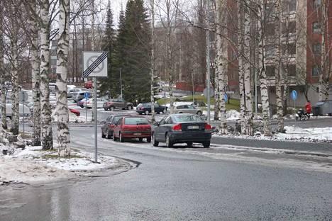 2. Pysäköintikieltoalue päättyy -liikennemerkki on melko väritön, ja sen takia se on hankalampi huomata.