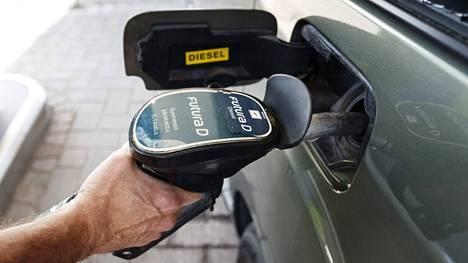 Polttoaine.netin mukaan bensiinin 95E10-laatu maksoi torstaina Suomessa keskimäärin 1,812 euroa litralta. Dieselin keskihinta oli 1,651 euroa.
