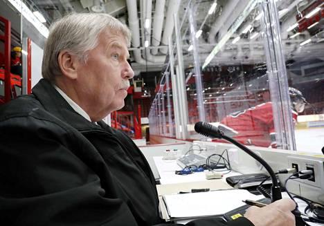 Isomäki-areenan ääni Simo Koskinen on sivussa lauantain kotipelistä.