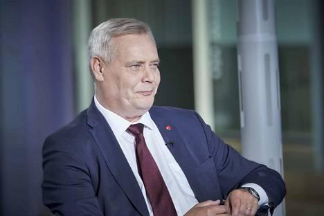 """Pääministeri Antti Rinne (sd) sanoo Iltalehdelle taistelevansa """"leijonan lailla"""" hoitajamitoituksen ja viikon hoitotakuun puolesta."""