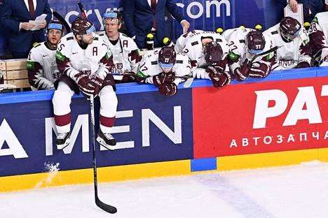 Kisaisäntä Latvia koki valtavan pettymyksen. Yksi piste olisi vienyt joukkueen puolivälieriin.