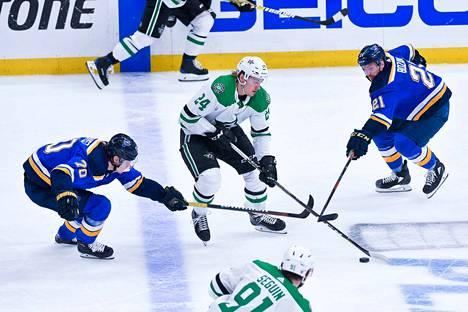 Nokialta kotoisin oleva Roope Hintz jatkaa vahvassa vireessä NHL:ssä.
