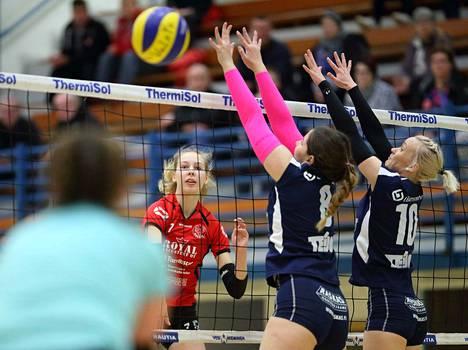 Teija Vuorenmaa pelasi viimeksi VaLePassa naisten 2-sarjaa edelliskaudella, minkä jälkeen  hän siirtyi Saloon pelaamaan 1-sarjaa hyvällä menestyksellä.