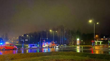 Mopoauto ja henkilöauto kolaroivat torstaina illalla Teivon risteyksessä Ylöjärvellä.