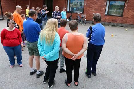 Kankaanpään KVPS Tukena Wirtaamossa työharjoittelijat pääsevät tutustumaan muun muassa päivittäisen työtoiminnan arjen suunnitteluun. Arkeen voi kuulua vaikka petankkipelin suunnittelu ja toteutus.