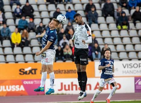 Hakan puolustaja Luiyi de Lucas (oikealla) puski voittomaalin AC Oulua vastaan.