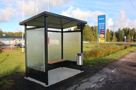 Joukkoliikenteen käyttäjät pääsevät nyt Tuorilasta bussien liikennevirtaan suojassa tuulilta ja tuiskuilta.