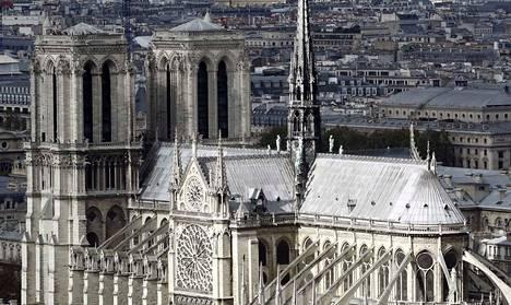 Notre Dame kuvattiin läheisen Jussieun yliopiston katolta syyskuussa 2016.