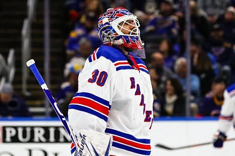 Henrik Lundqvist pelasi 15 vuotta New York Rangersin maalilla.