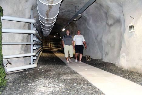 Erkki ja Hannu Kallio ostivat luolaston kymmenen vuotta sitten. Nyt he etsivät sille uutta omistajaa.