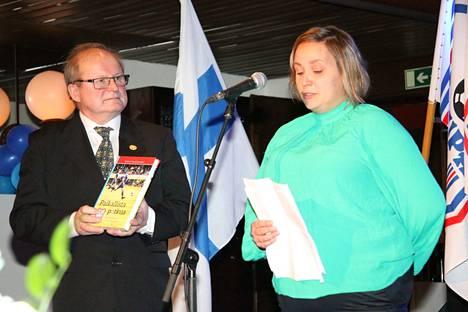 Juhlassa julkistettiin toimittaja Anne Lius-Liimataisen kokoama ja kirjoittama KeuPan historiikki Paikallista potkua.
